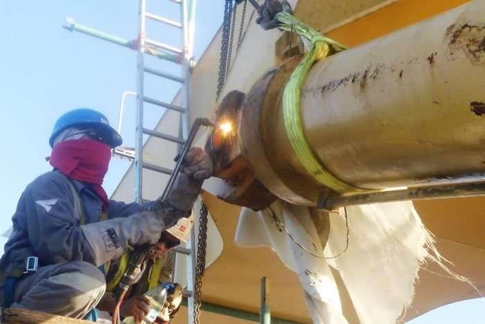 Liebherr CBW luffing cylinder overhaul