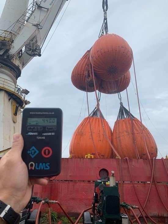Huisman offshore mast crane load testing