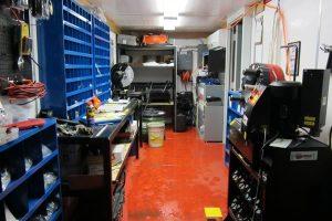 Hose replacement container interior